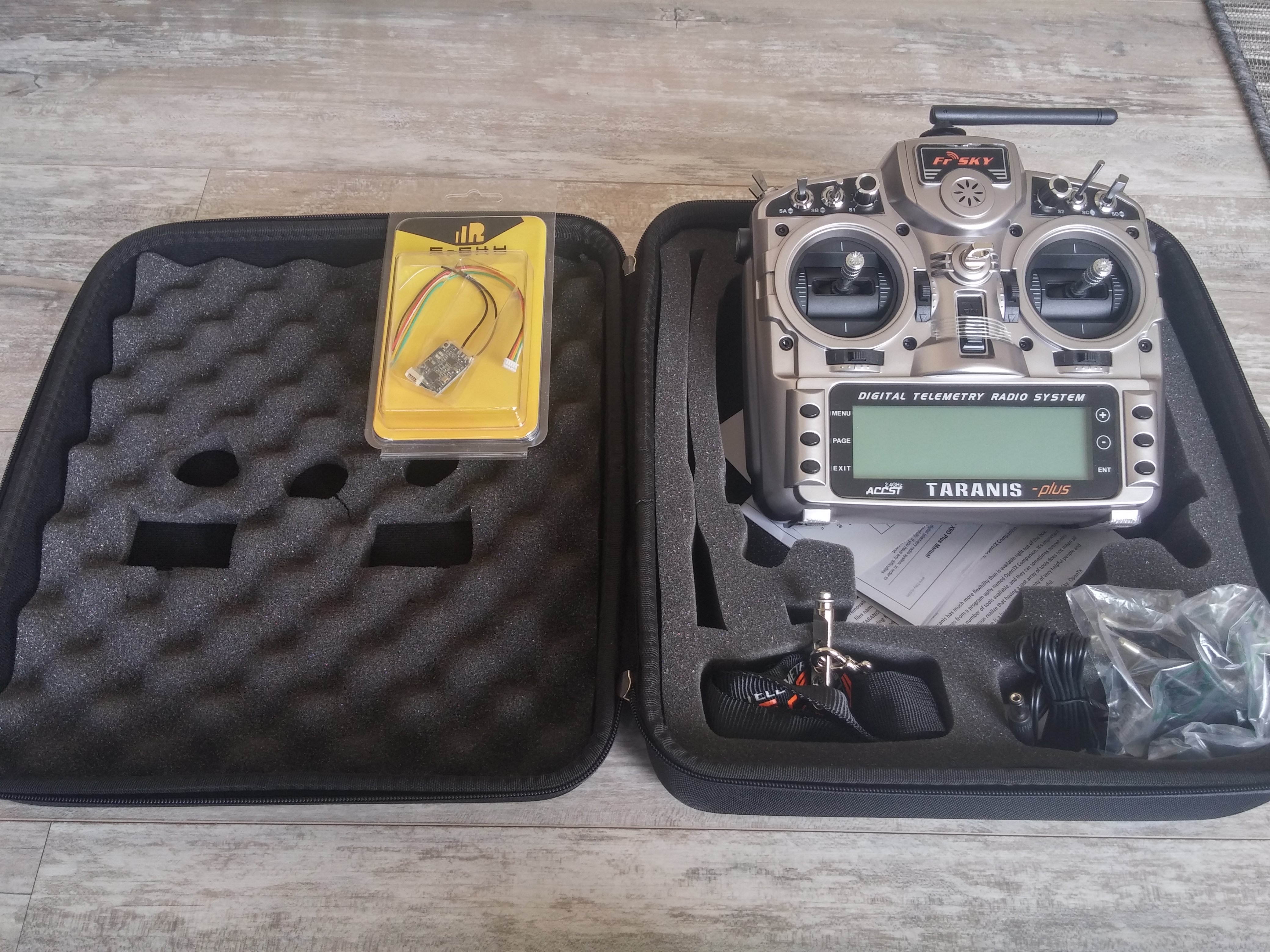 FrSky Taranis X9D Plus set (Taranis Plus & EVA bag